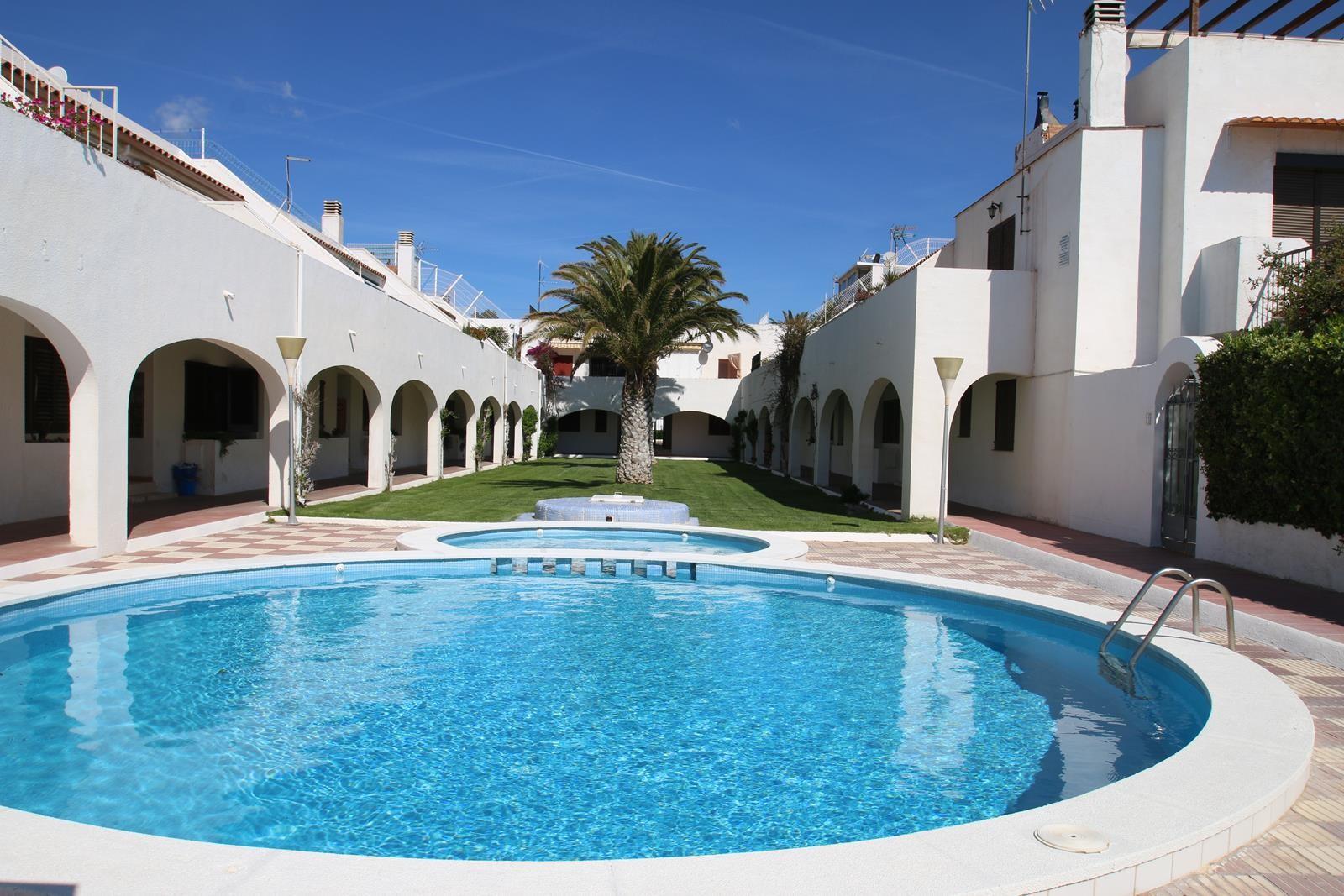 Casas en miami playa casas blancas j12 for Apartamentos jardin playa larga tarragona