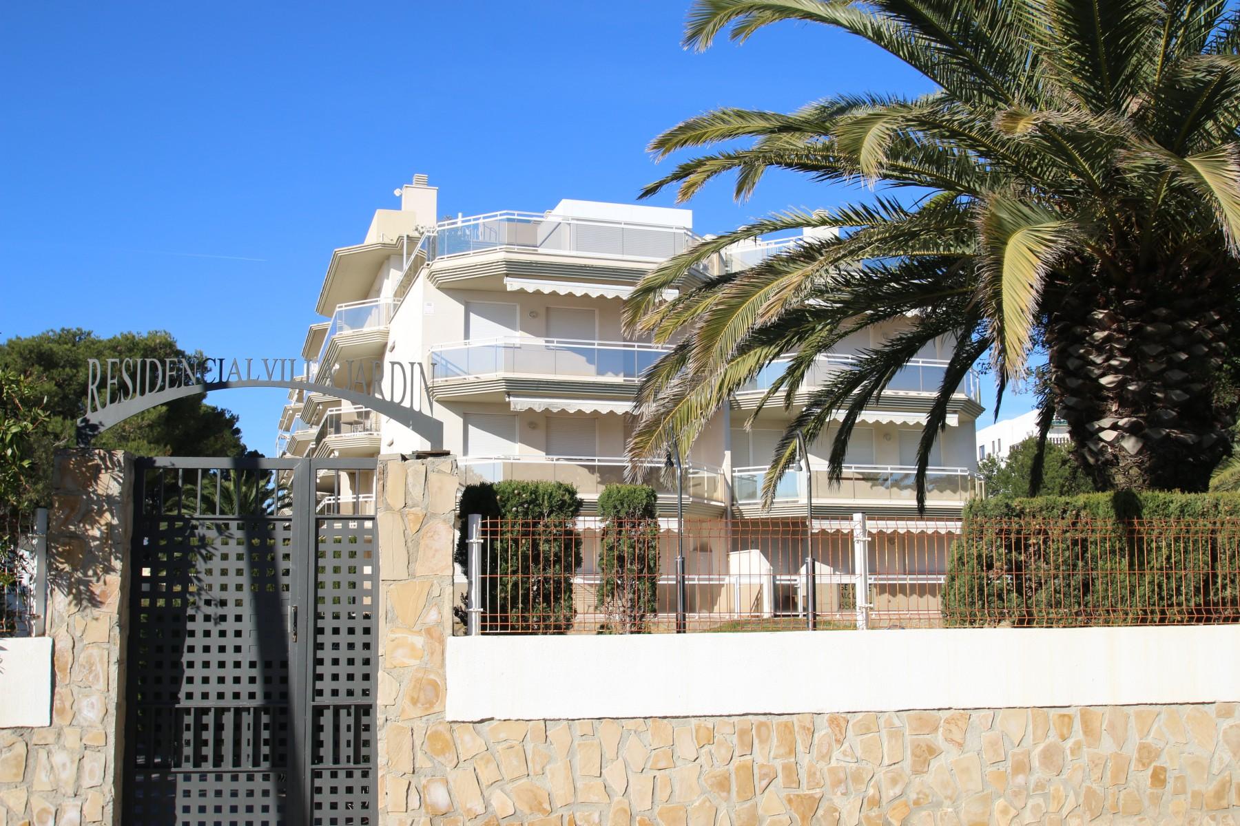 Apartamentos en miami playa apartamento villa jardin for Apartamentos villa jardin cambrils